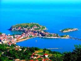 Karşımda maviler giymiş Karadeniz