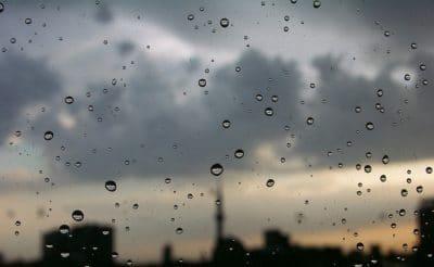 Yağmur Yağıyor, Seller Akıyor Arap Kızı, Camdan Bakıyor